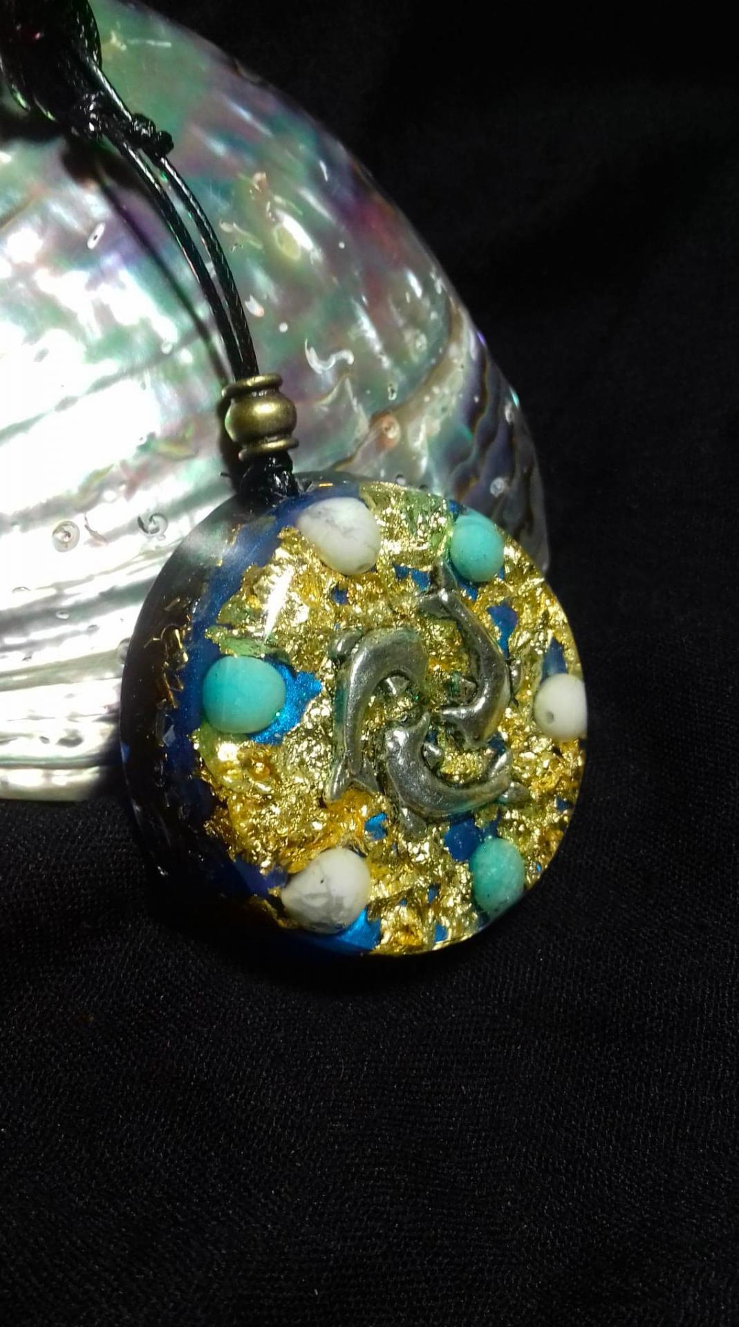 Orgonite Grand pendentif rond ' Antic echoes '