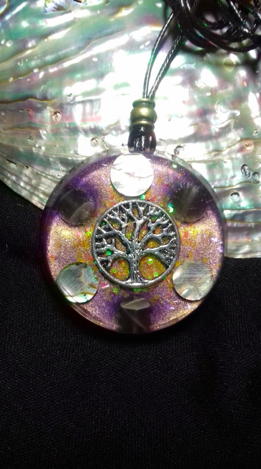 Orgonite Grand pendentif rond ' Full Moon Tree '