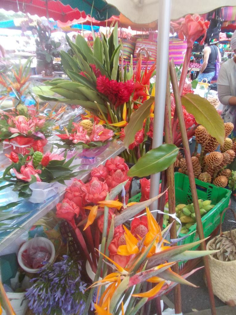Sur le marché de Saint Paul' Réunion island'